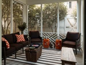 23-charlotte-interior-designer-porch-301-custom