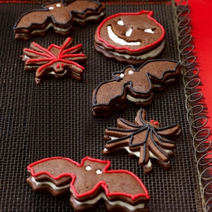 halloween-gingerbread-sandwich-cookies-xl