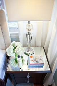 mirror-on-side-table