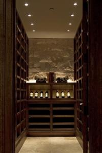 narrow-wine-cellar