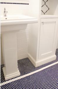 navy-tiles