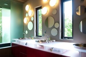 schoenberg_bathroom