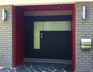 schoenberg_front_door